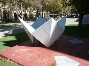 'Unfolding Lives' sculpture, Perth. Image by Graeme Saunders. Source: Monument Australia website.